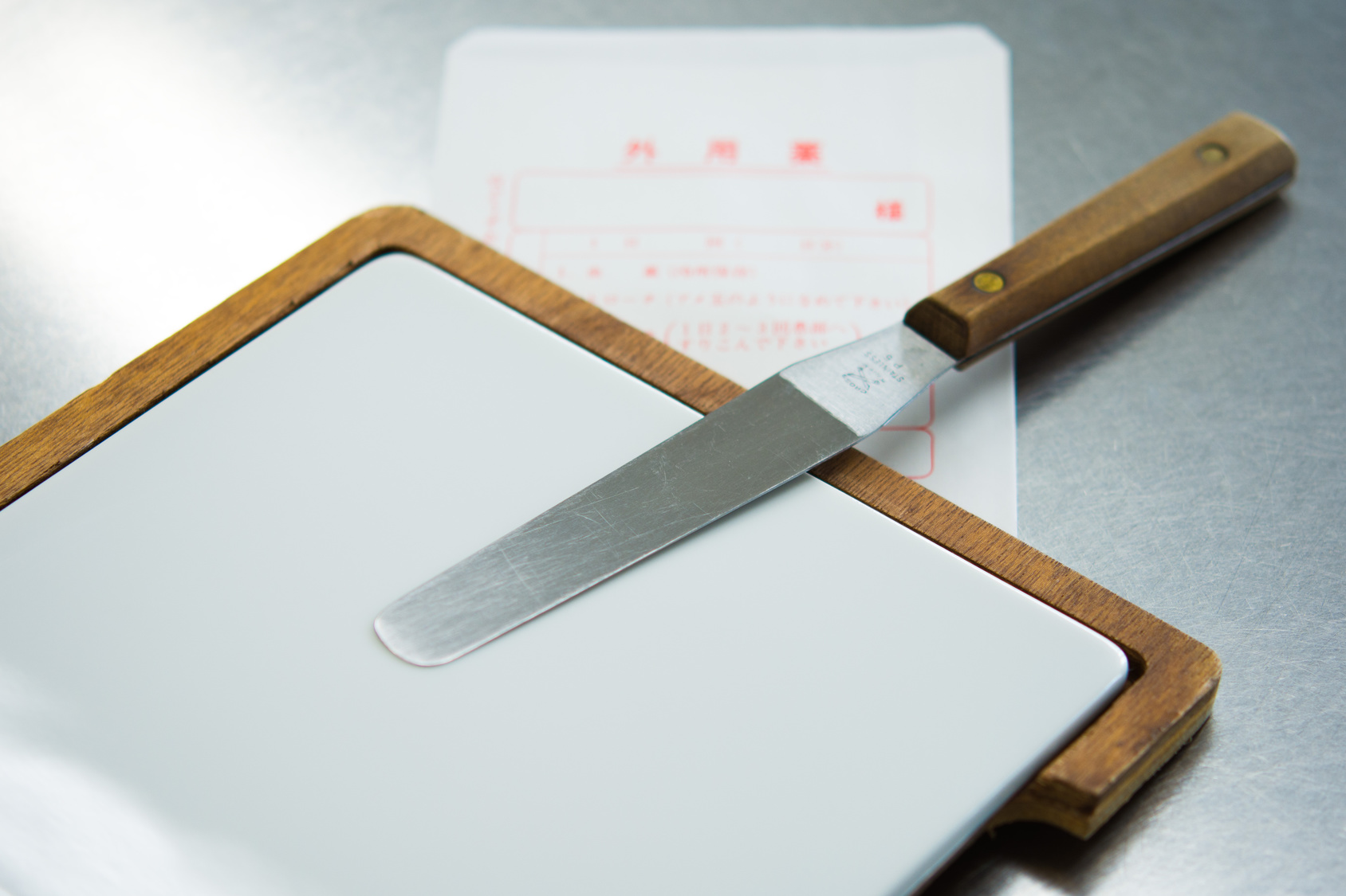 Cutting board and knife and note found in car afterwards contact flint drug crime attorney